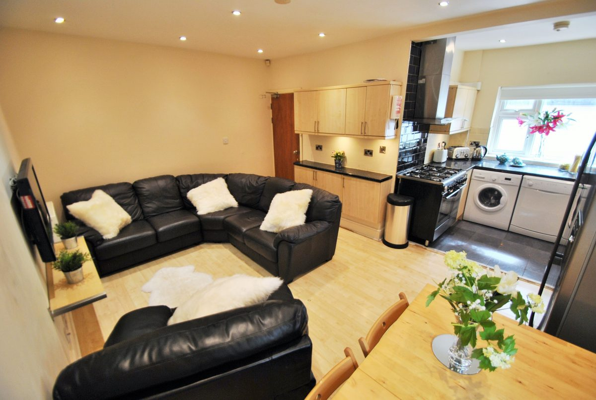6 BED – KINGSWOOD ROAD, M14 6RX